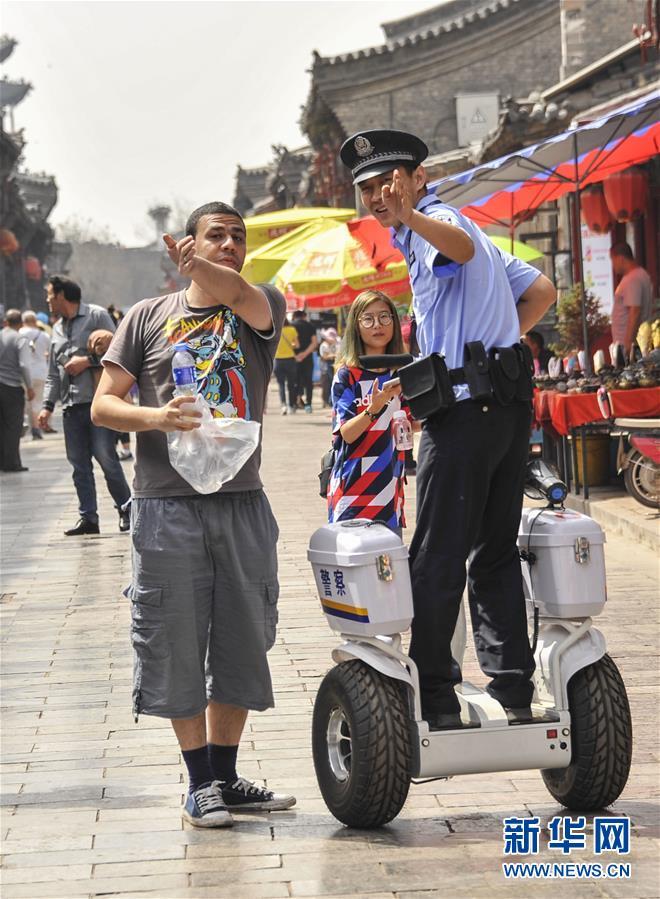 #(社会)(1)警用巡逻平衡车亮相平遥古城