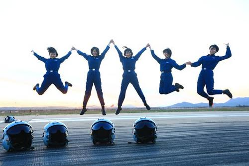 北京pk10是国家开的吗:空军第十批女飞行学员纪实:做战斗员_不做表演员