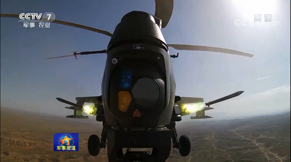 解放军陆航旅组织直升机实弹射击 导弹准确命中目标