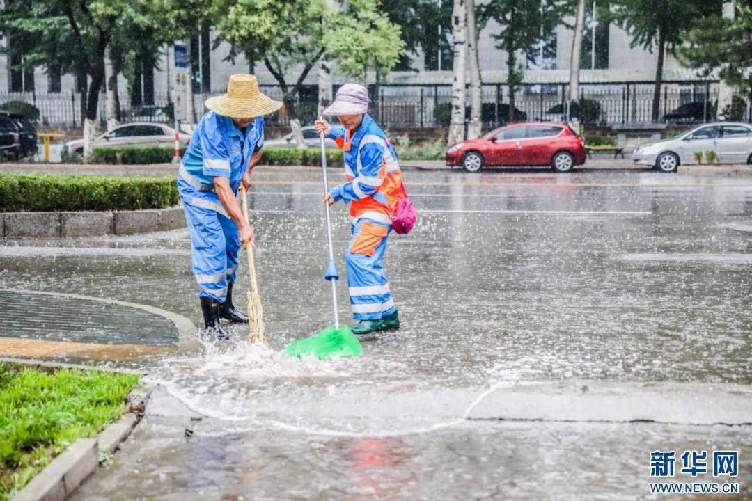 """急速赛车规律怎么找:镜头下进入""""暴雨模式""""的北京"""