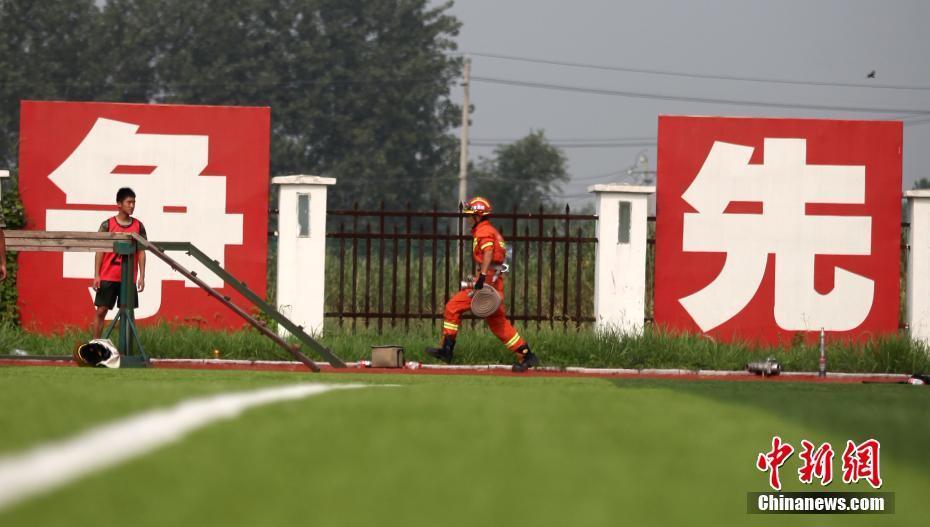 高温酷暑下 凯发国际娱乐真人150名消防官兵技能大比拼