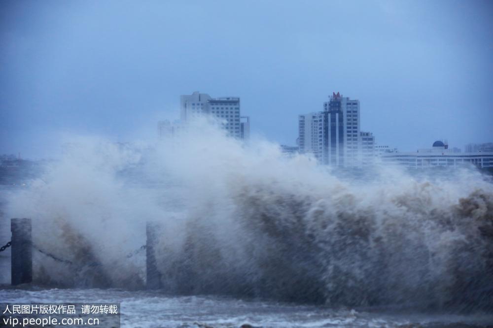 广东汕头 台风 山竹 来袭 海边掀起阵阵巨浪