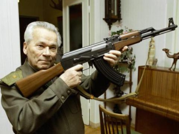 """和平还是杀戮?俄罗斯为""""AK-47之父""""立像引争议"""