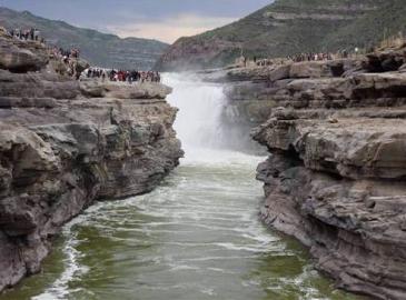 跳进黄河洗得清了 泥沙每年减少7.6亿吨