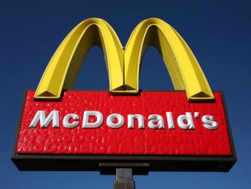 """麦当劳中国更名为""""金拱门"""" 寻求加速扩张机遇挑战并存"""