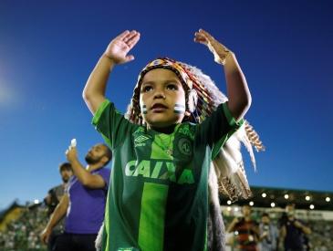 拒绝免降级特权成功保级 他们演绎了足球场上的坚强