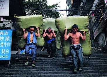一座城市的记忆:重庆棒棒军已几近消亡