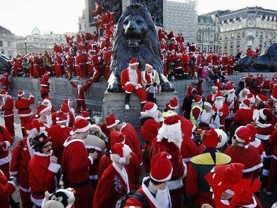 """特朗普大厦的圣诞老人来自中国 世界人民离不开""""中国制造"""""""