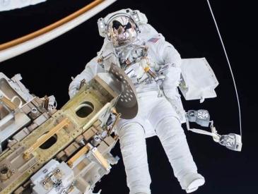 日本宇航员在外太空3周长高9cm 回地球宇航员身体都会变化吗