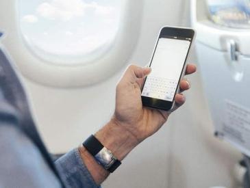 飞机上可以使用手机了?民航使用便携式电子设备细则出炉