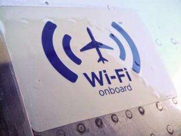 航空公司相继解禁 今天起国内坐飞机可以玩手机了