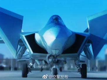 歼-20列装 苏-35南海巡战 中国空军何为动作连连