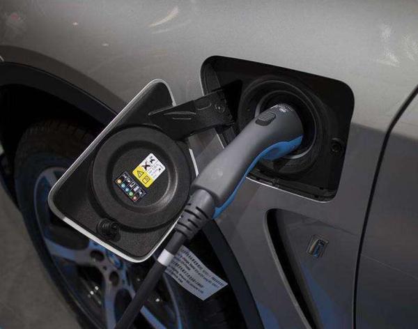 """四部委联合发通知 新能源汽车补贴打折但对促进行业发展而言很""""给力"""""""