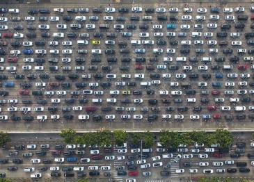 """离岛机票破万滞留车辆上万 这个春节海南岛被""""挤爆"""""""