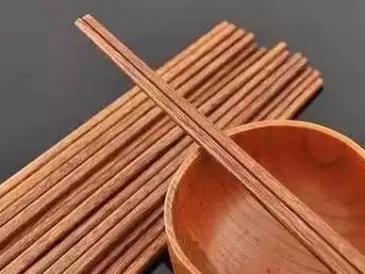 吃饭被强收筷子钱 餐桌上的奇葩收费你知道吗?