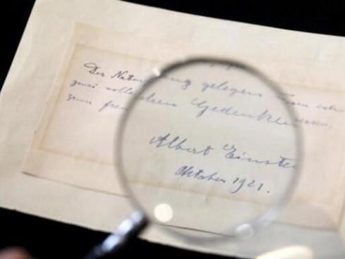 """一字千金!爱因斯坦已婚时期对他人的""""表白信""""拍出6100美元"""