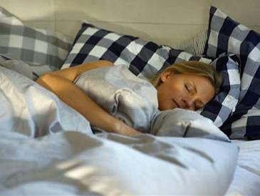 """缺觉!美国科研披露:与灵长类""""亲戚""""比起来,人类睡太少"""