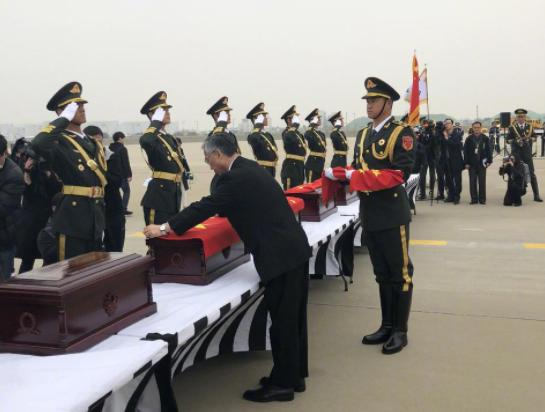 英雄回家!中韩双方交接第五批在韩中国人民志愿军烈士遗骸