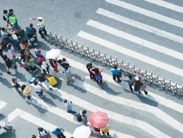 广州处罚乱穿马路出新招:发朋友圈认错 还要集20个赞