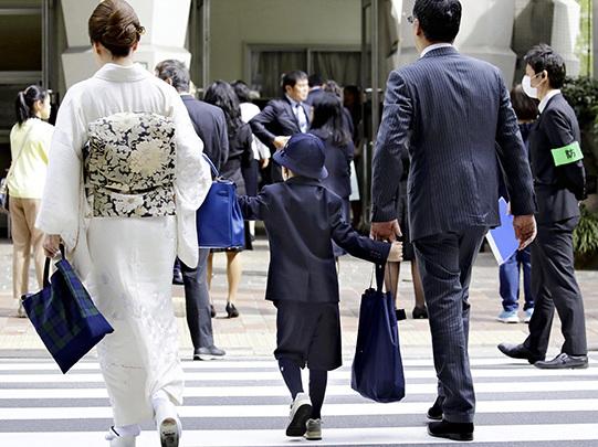 日本一小学迎开学礼 55名出席新生全穿阿玛尼