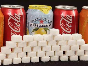 """英国政府操碎了心 为对抗肥胖危机开征""""糖税"""" 芬达雪碧""""减甜"""""""