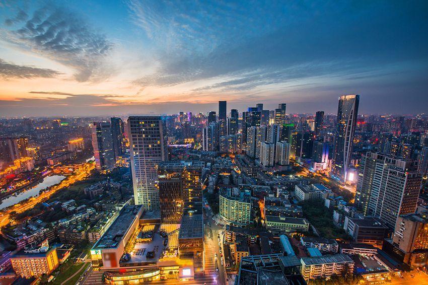 """还在说""""北上广深""""?该改口了!最新一线城市排行榜出炉 上海登顶"""
