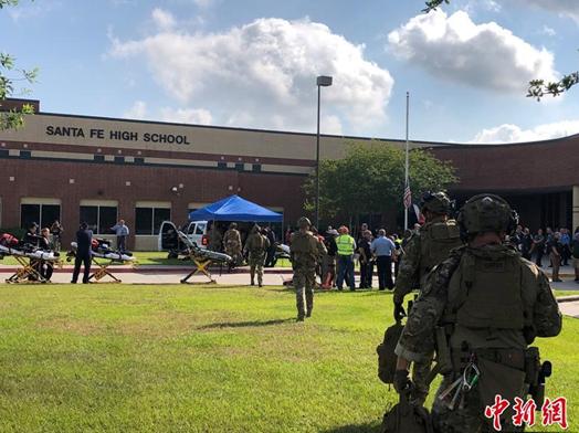 一天发生两起校园枪击案 美国这是怎么了?