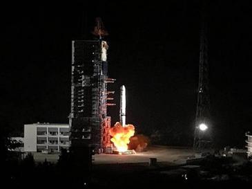 """""""鹊桥""""号中继星发射成功 嫦娥四号任务完成""""关键一步"""""""