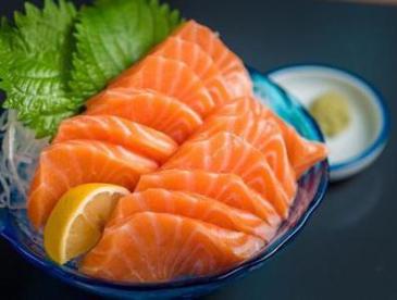 你吃的三文鱼可能是淡水养殖的虹鳟鱼?专家回应两鱼之争