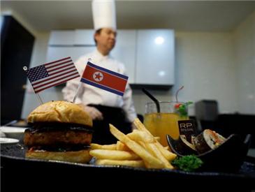 """国外餐饮业""""花式碰瓷""""领导人?新加坡餐馆推""""特金会""""餐饮"""