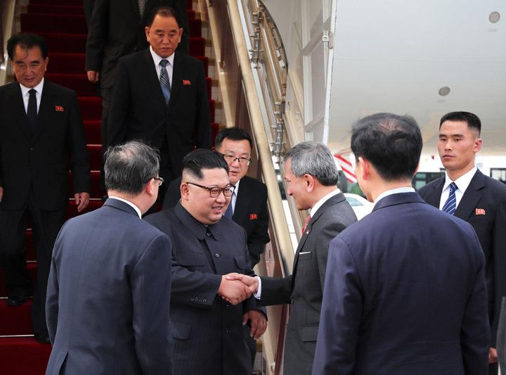 """金正恩与特朗普先后抵达新加坡 """"特金会""""吸引全世界目光"""