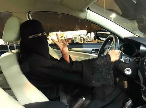 你好,女司机!沙特女性驾车上路终于合法了