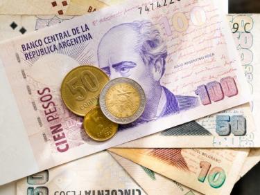 又一国家货币告急!阿根廷比索年内贬值50%