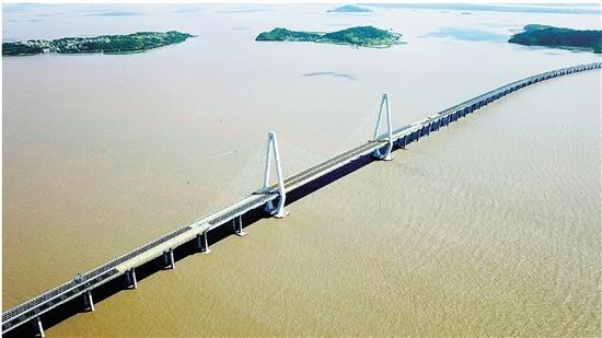 浙报头版|乐清湾跨海大桥昨全线通车 台州玉环至温州乐清车程缩至20分钟