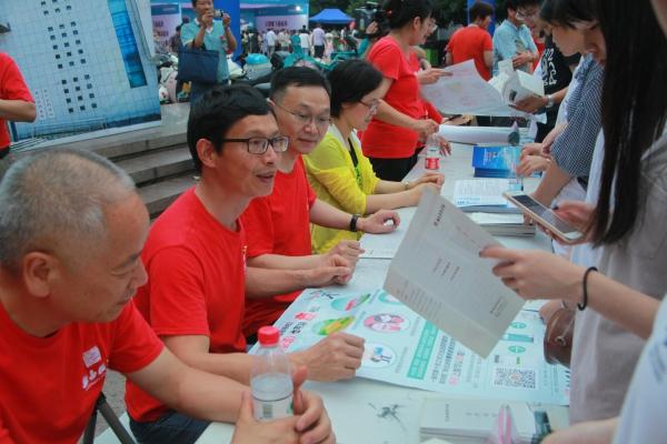 让档案走进百姓 让百姓了解档案 新昌县档案局开展国际档案日集中宣传活动