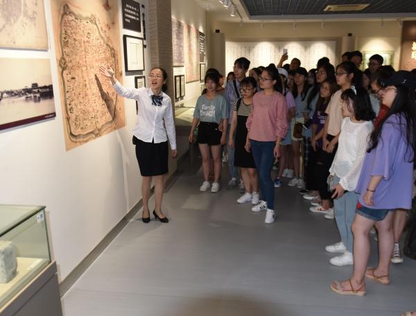 触摸历史印记 见证沧桑巨变——高校学生走进宁波市档案馆
