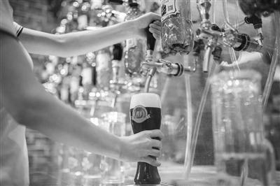 幸运飞艇开奖规律:买个外带杯_精酿啤酒带回家_外带式饮品卷起新风尚