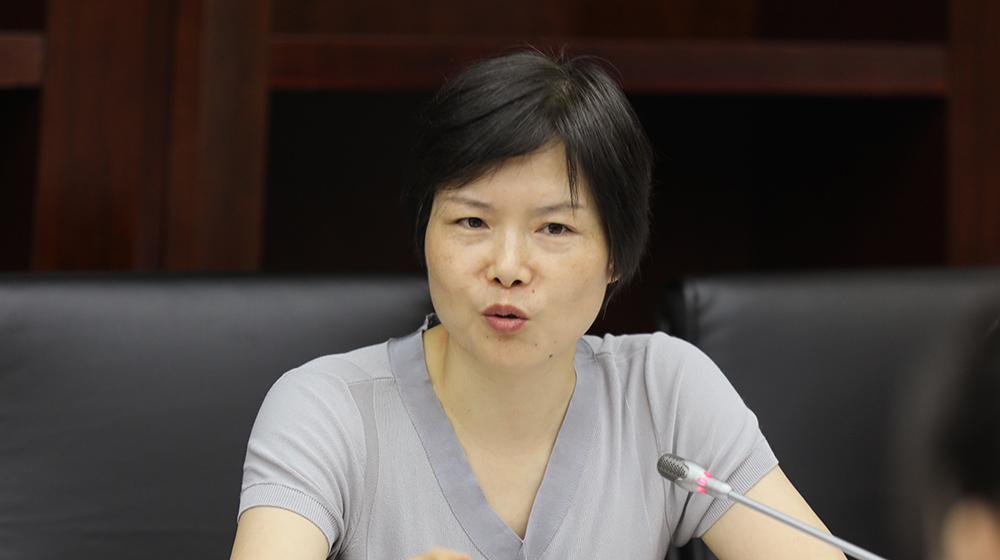 7月23日,提案者、省政协委员卢彩柳在杭州召开的协办调研座谈会上发言