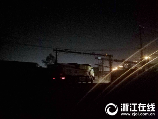 运输车进入瓜山(杜子桥)码头.jpg