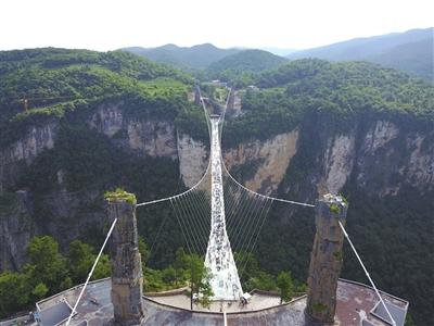 张家界大峡谷玻璃桥再获国际大奖