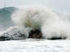超强台风袭来之际……