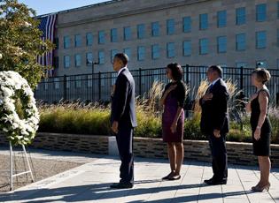"""""""鲜花与眼泪"""":美国各地举行""""9・11""""纪念活动"""