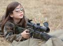 小萝莉持狙击步枪照走红