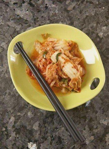 导读   ]在我国,使用筷子有着悠久的历史,一日三餐筷子都不
