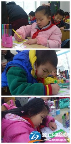 小学生们画不同颜色的垃圾桶图片