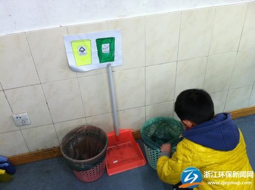 还设计了一些分垃圾,画垃圾桶的小游戏,让小学生们可以动手动脑,将图片