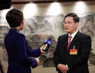 新当选省长李强接受媒体记者联合采访