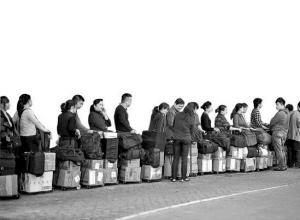 海外纷纷推行奶粉限购 杭州各高端超市囤洋奶粉抢客