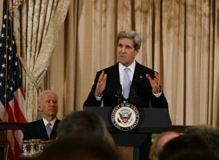 美国务卿克里宣誓就职
