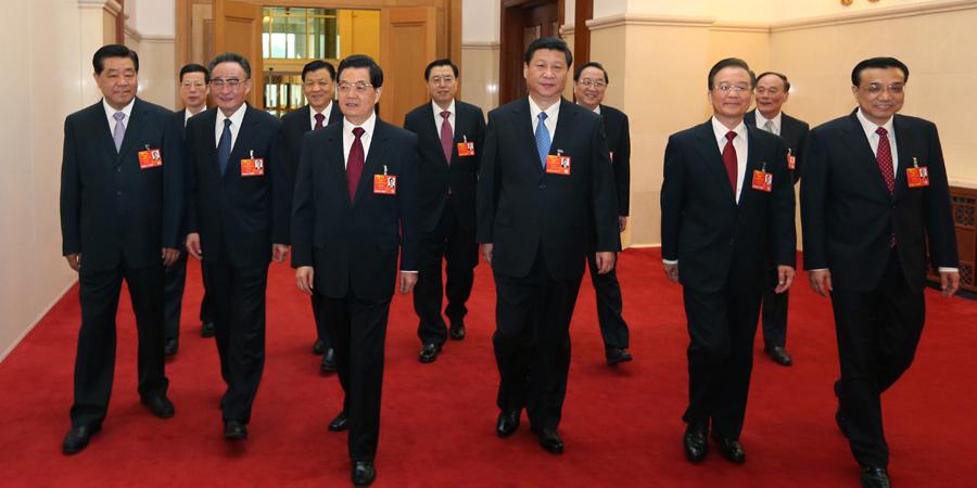 十二届全国人大一次会议开幕,领导人步入会场。
